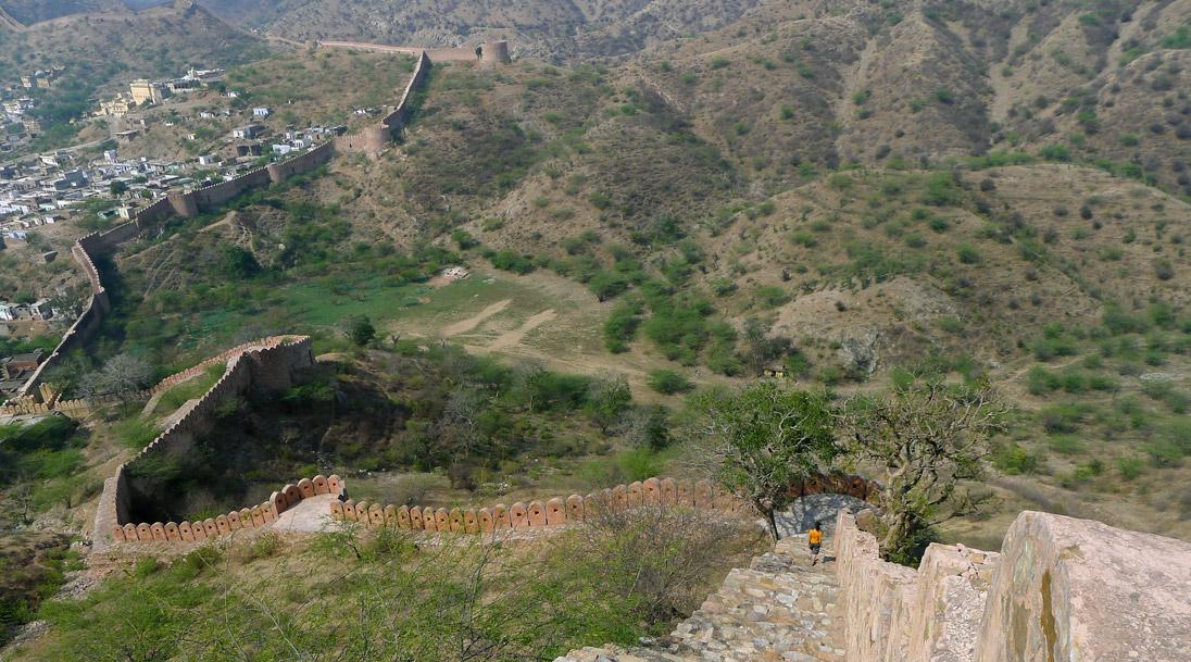 Festungsmauer von Fort Amber in der Jaipur