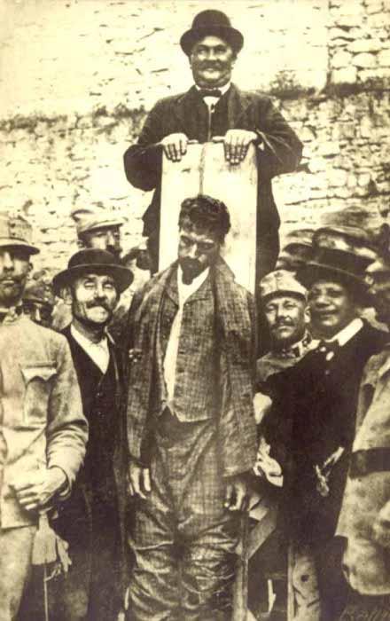 Josef Lang bei der Hinrichtung von Cesare Battisti (Quelle: http://www.executedtoday.com)