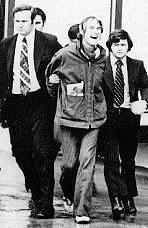 Timothy Leary bei einer Verhaftung durch die DEA