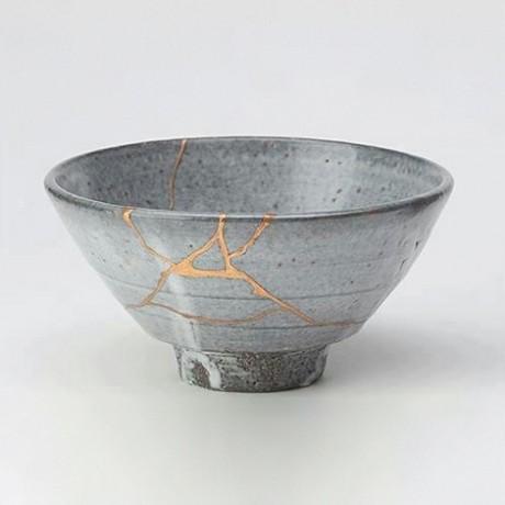 Nach dem Kintsugi-Prinzip reparierte Teeschale (Wikimedia Commons)