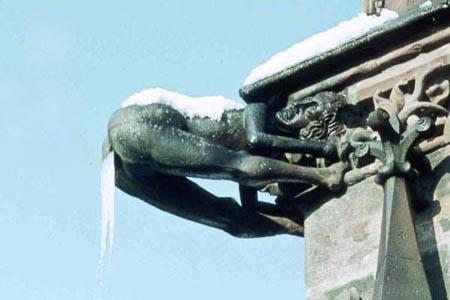Dämonenfeindlicher Wasserspeier am Freiburger Münster (Quelle: frsw.de)
