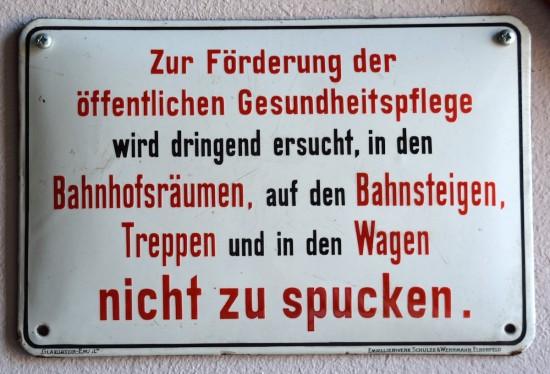 Brauchen wir weider solche Schilder? (Wikimedia COmmons)