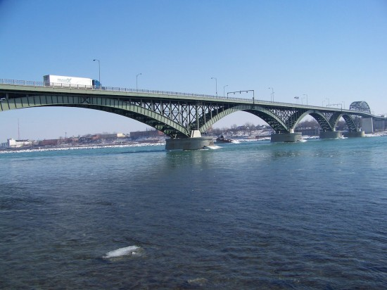 Die Peace Bridge in Buffalo (Wikimedia Commons)