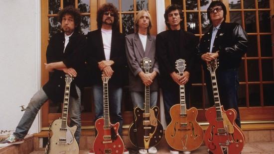 Die Traveling Wilburys (v.l.n.r.: Lucky, Otis, Charlie T. Jr., Nelson und Lefty Wilbury) via fanart.tv