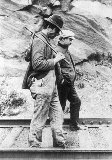Zwei Hobos bzw. Landstreicher in den USA um das Jahr 1900  (wikimedia commons)