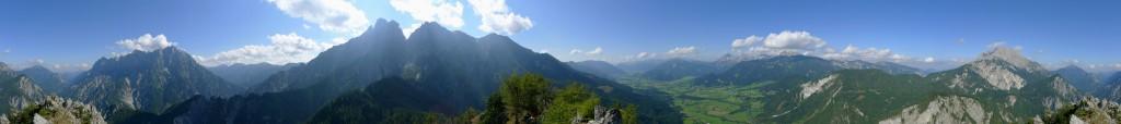 Aussicht von der Haindlmauer im Gesäuse (1435 Meter)