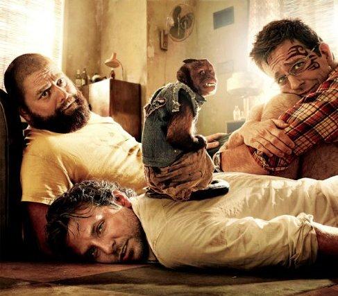 Drei Herren, die dringend einen Anti-Hangover Drink gebrauchen könnten (Ausschnitt aus dem Filmplakat zu Hangover 2)