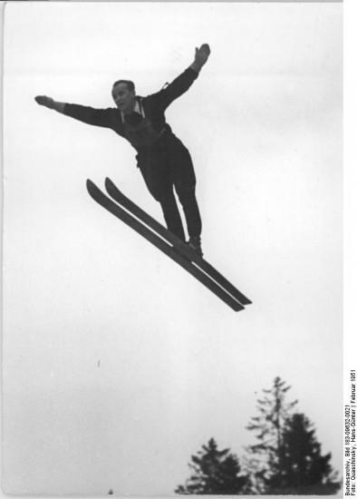 Leopold Tejner bei den Wintersportmeisterschaften der Deutschen Demokratischen Republik 1951 (wikimedia commons / Quaschinsky)