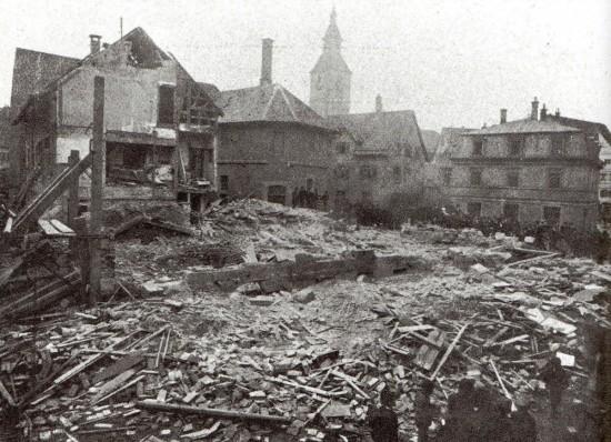 Das eingestürzte Gasthaus (Wikimedia Commons).