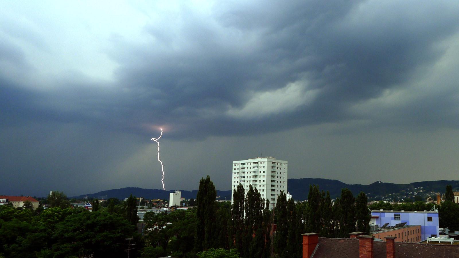 Blitz und Donner bei/neben Graz