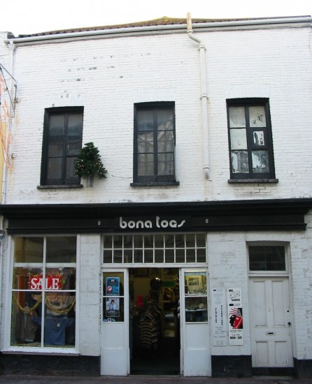 """Bona Togs"" clothes shop (via Wikimedia Commons)"