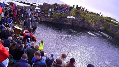 Showdown auf Easdale Island in Schottland (via stoneskimming.com)