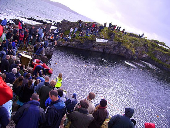 Showdown auf Easdale Island in Schottland (via stoneskimming.com)