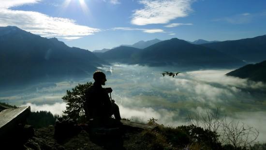 Drohnenflug über dem Westgipfel des Dörflstein