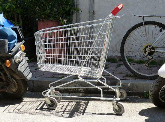 Eingeparkter Einkaufswagen (via pixabay.com)