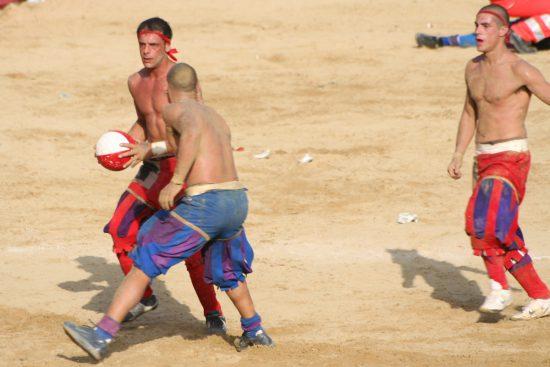 Spielszene aus dem Calcio storio 2008 (wikimedia commons)