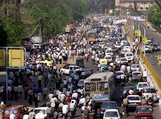 Eine typische, ganz normale indische Straßenszene (via zug-und-eisenbahn.blogspot.co.at)