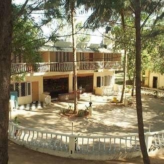 Die Frühstücksterrasse (http://yellowpages.sulekha.com/chennai/mamalla-beach-resort-mamallapuram-chennai-319433_contact-address#Photos)