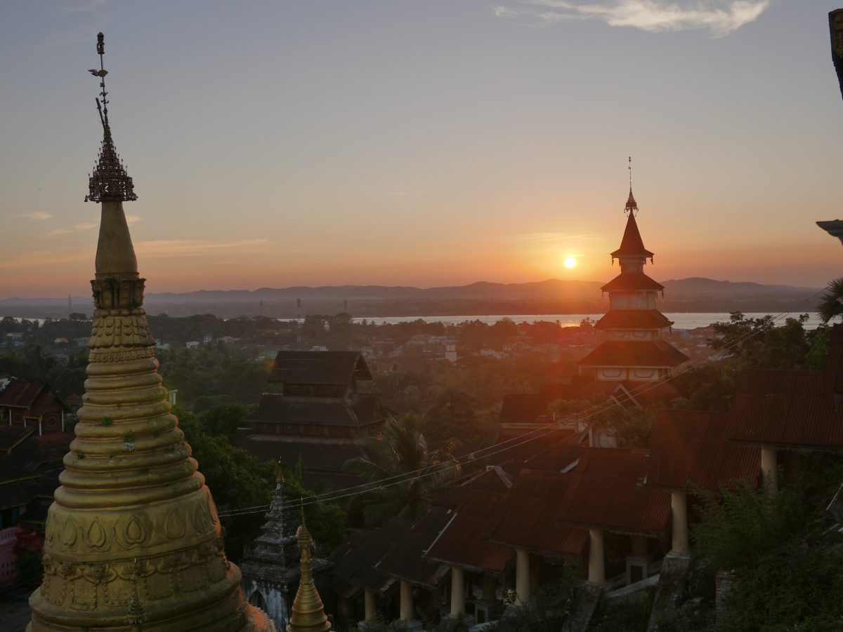 Pagoda sunset moulmein mawlamyiang