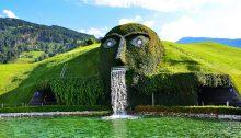Speiende Statue begrast