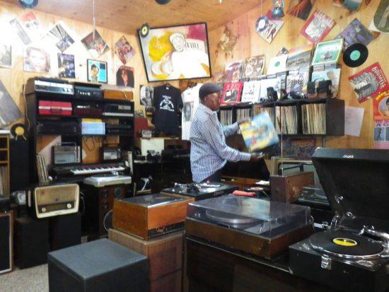 Plattenladen und Vinyl in Kenia Benga-Musik